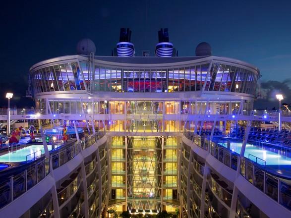 Celebrar la Navidad a bordo del Oasis of the Seas